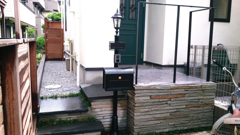 ガーデンシャワーとウッドデッキ